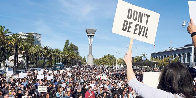 מחאת עובדי גוגל נגד מדיניות השתקת ההטרדות המיניות בחברה, צילום: Eric Risberg