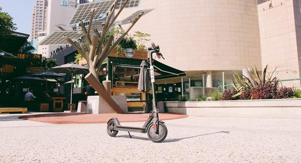 A Bird electric scooter in Ramat Gan. Photo: Dana Asis