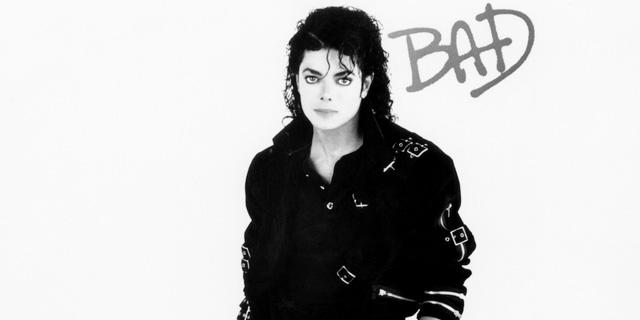 """פי 3 מהמחיר ההתחלתי - בכמה נמכר הז'קט המפורסם של מייקל ג'קסון מהמופע """"Bad""""?"""