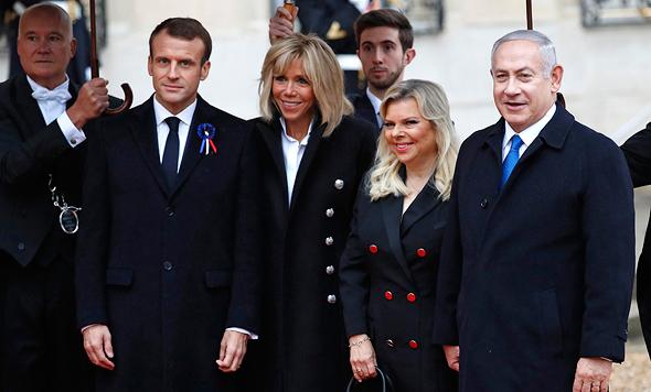 בנימין נתניהו עם נשיא צרפת מקרון ורעיות ב ועידת פריז 100 שנה לסיום מלחמת העולם הראשונה, צילום: איי פי