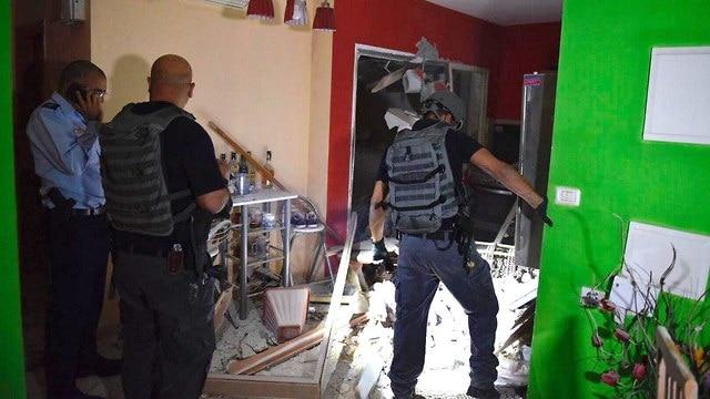 ירי רקטות עזה חמאס בית ב אשקלון, צילום: דוברות המשטרה