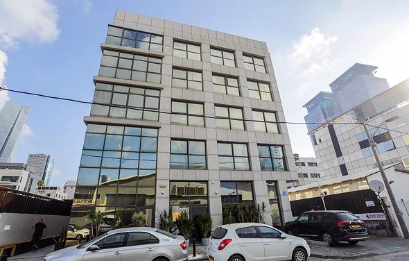 בניין משרדים בתל אביב  , צילום: שי שבירו