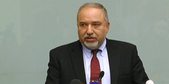 אביגדור ליברמן מתפטר כ שר הביטחון