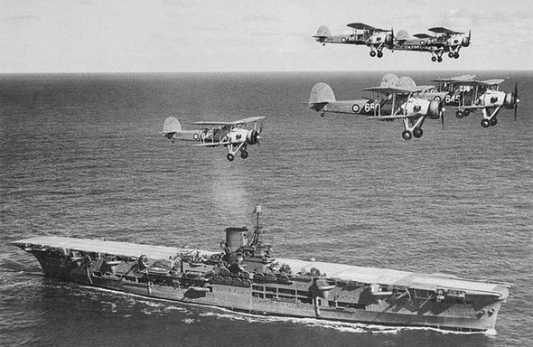 נושאת מטוסים בעלת סיפון שטוח מלא - התצורה היעילה ביותר, שהשתמרה עד היום