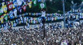 פוטו טלפונים סלולרים הפגנה טורקיה , צילום: Getty