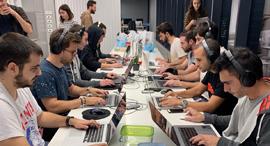 לא מחכים לאקדמיה, מכשירים עובדים בתוך החברה, בפרימטראיקס, צילום: נוי מזרחי