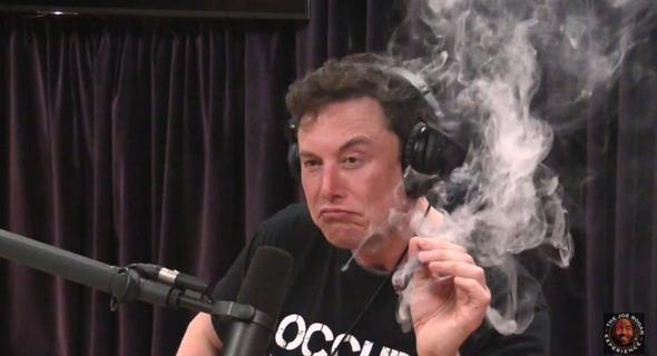 מאסק מעשן אצל ג'ו רוגן