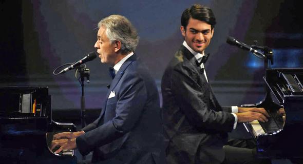 """אנדראה בוצ'לי ובנו מתאו ב""""רוקדים עם כוכבים"""". שלמות יחצ""""נית טהורה, צילום: אי.אף.פי"""