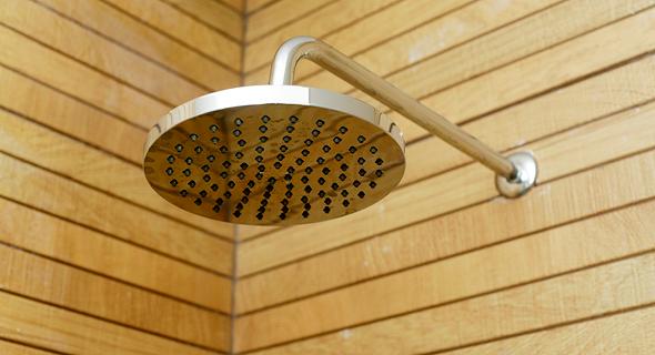 מקלחת בקומת הילדים