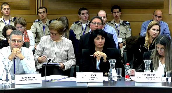 """המפקחת על הבנקים, חדוה בר, בהופעתה בפני הוועדה, צילום מסך: לע""""מ"""
