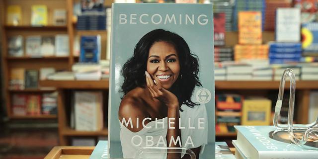 """הספר """"Becoming"""" של מישל אובמה, צילום: גטי"""