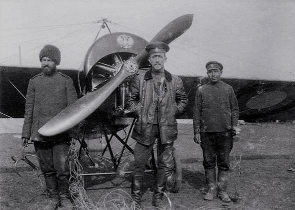 אלכסנדר קזקוב (במרכז), צילום: aeroescadrille