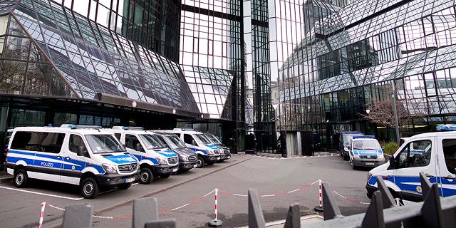 המשטרה הגרמנית פשטה על משרדים של 8 בכירים בדויטשה בנק