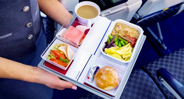 אוכל בטיסה. האם עדיף לצום?