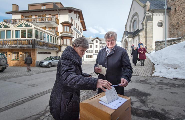 נשים מצביעות בשוויץ. קיבלו את הזכות רק ב-1968