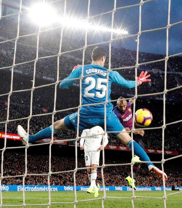 """הקלאסיקו. """"יש לנו מועדונים, יש לנו שחקנים, יש לנו כדורגל מרגש בערים רבות בספרד"""", הסביר קייגן פירס, הנציג האירי של לה ליגה ל־City A.M. """"השאלה עכשיו היא איך נביא את החוויה הספרדית הזו לאוהדים ברחבי העולם"""""""