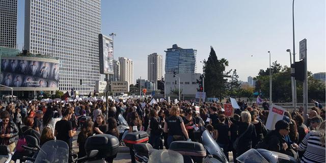 """מחאת הנשים: חסימות לסירוגין בת""""א ובירושלים, טיסות עוכבו"""