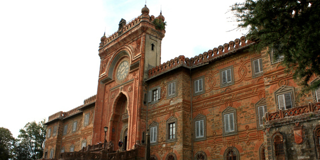 הטירה הכי מצולמת באינסטגרם מוצעת למכירה בטוסקנה