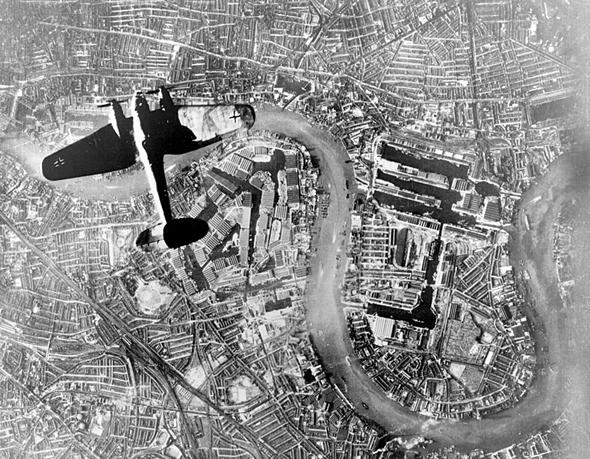 מפציץ היינקל 111 מעל לונדון