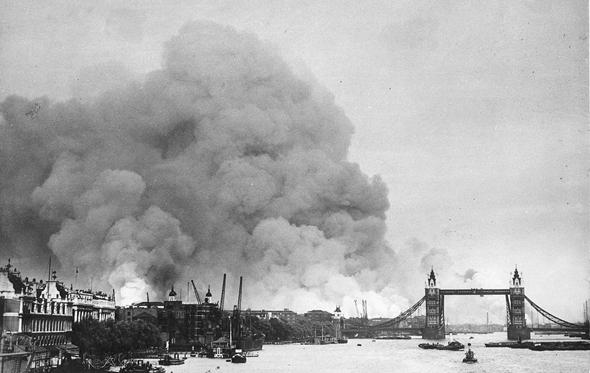 לונדון בוערת, לאחר הפצצה גרמנית, צילום: wikimedia