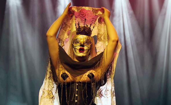 """מיס פלסטיקו בהופעה ב""""קרוס"""". """"הקהל שלנו רוצה לחוות הכל, גם שמחה וגם עצב"""", צילום: רן לזרוני"""
