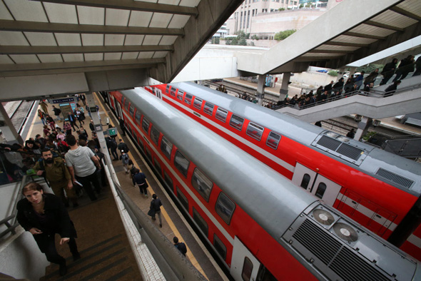 Trains in Tel Aviv. Photo: Shaul Golan