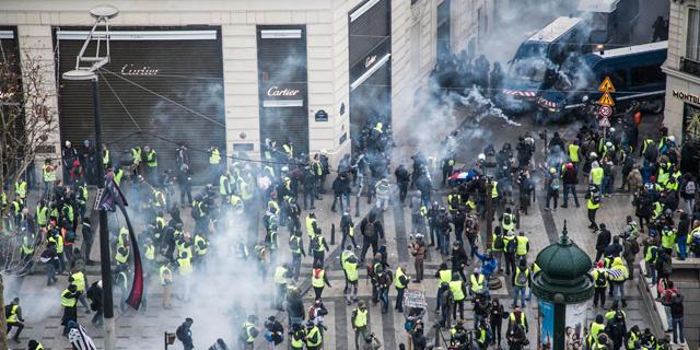 שבוע רביעי ברציפות: מהומות בפריז, המשטרה יורה גז מדמיע