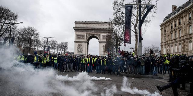 אש, גז מדמיע ו-500 עצורים: שבת נוספת של עימותים בפריז