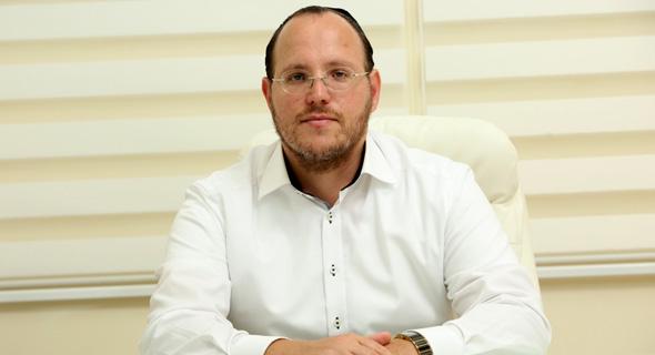יהודה הרציג. ייסורים קשים בדרך להוצאת פרויקטים אל הפועל