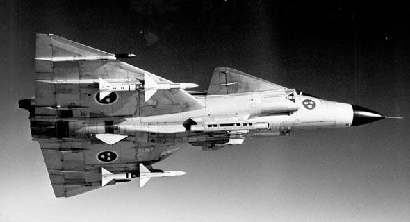 """סאאב ויגן באוויר, נושא טילי אוויר-אוויר מונחי מכ""""מ מדגם Skyflash, צילום: Kaiketsu CC BY 4.0"""