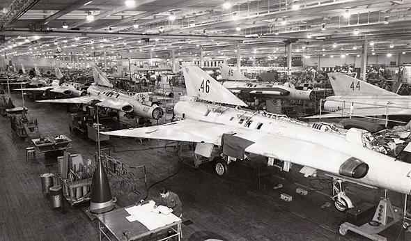 מטוסי דראקן במפעל סאאב