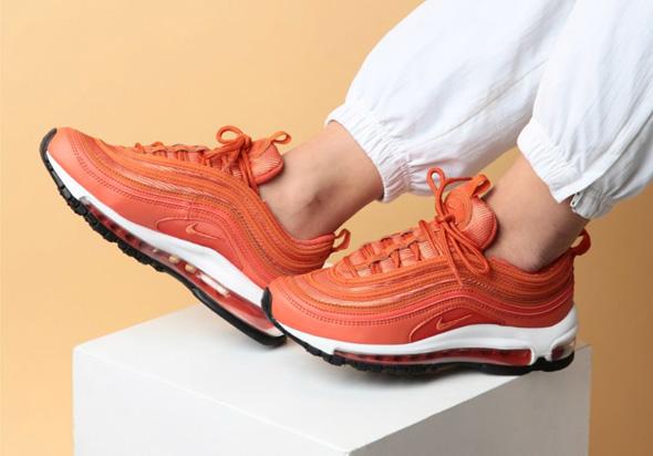 נעליים של נייקי, צילום: nakedcph