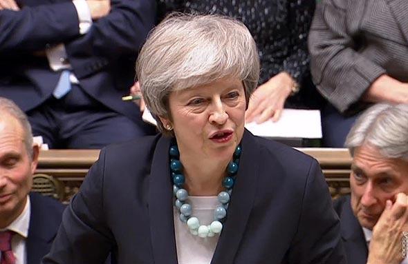 """ר""""מ בריטניה תרזה מיי היום בפרלמנט"""