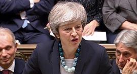 ראשת ממשלת בריטניה תרזה מיי נואמת בפרלמנט על דחיית ההצבעה על הברקזיט 2, צילום: איי אף פי