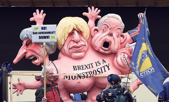 הפגנה נגד הברקזיט, היום בלונדון. מיי תשוב לשולחן הדיונים בבריסל צילום: EPA