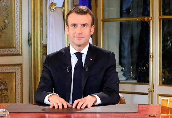 עמנואל מקרון נשיא צרפת נואה לאומה, צילום: איי פי