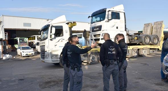 משאיות מוחרמות בכפר קאסם