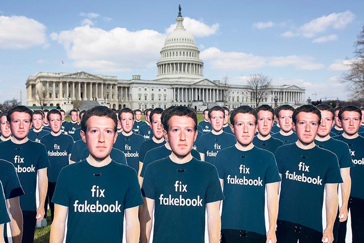 מיצג מחאה נגד הפייק ניוז בפייסבוק, צילום: איי אף פי
