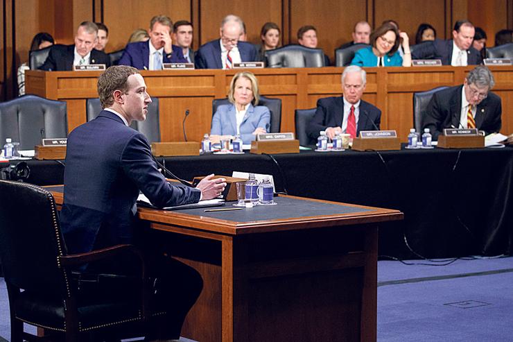 """בזמן עדותו של צוקרברג בסנאט. """"אין שום אינדיקציה לכך שצוקרברג מוכן להודות במה שהוא לא יודע ולא מבין"""""""