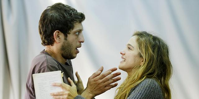 """הספר """"לילה אחד, מרקוביץ'"""" הפך למחזה"""