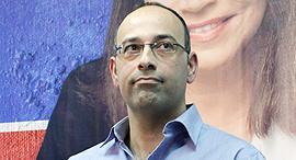 ירון זליכה במסיבת עיתונאים של מפלגת העבודה ערב בחירות 2013, צילום: עמית שעל