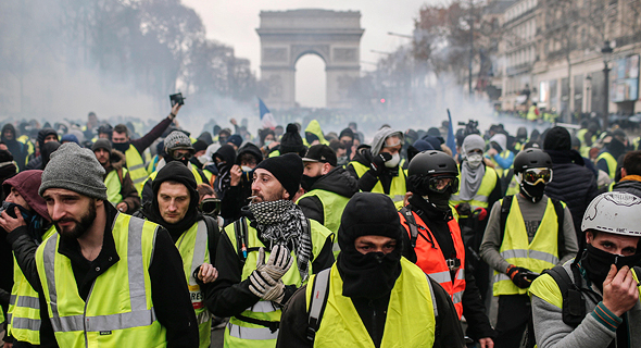 האפודים הצהובים בפריז