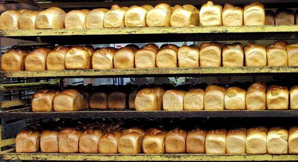 חלות אפויות במאפיית אנג'ל. בין המאפיות הדורשות העלאה נוספת של מחיר הלחם לצרכן