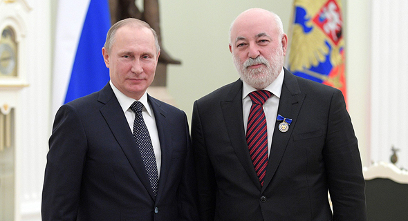 Vladimir Putin (left) and Victor Vekselberg. Photo: AP