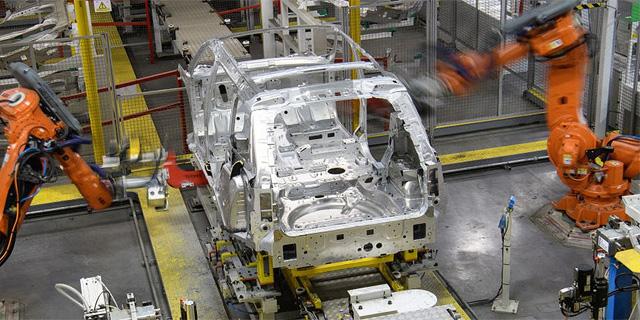 יצרנית הרכב יגואר לנד רובר תפטר 5,000 מתוך 44 אלף העובדים שלה בבריטניה