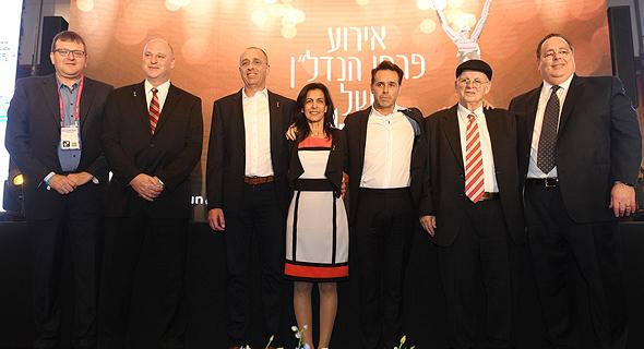 מימין: דורון כהן, אברהם קוזניצקי, ברק רוזן, סגי איתן, גיל גבע, גדעון אברמי וערן רולס
