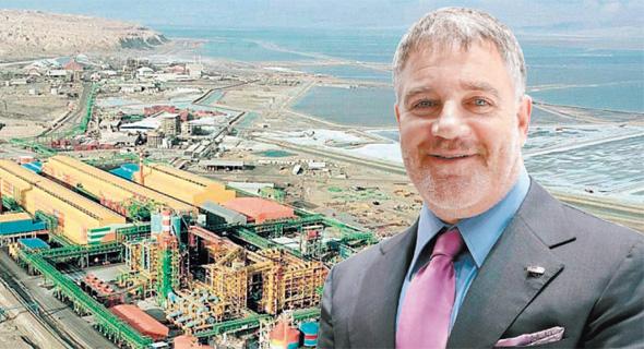 עידן עופר בעל השליטה בכיל - ברקע מפעלי ים המלח , צילום: Chris Ratcliffe; בלומברג