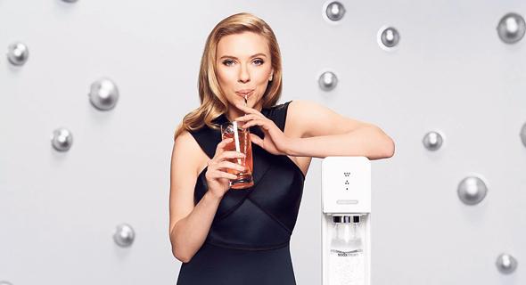 """פרסומות של סודהסטרים שעוקצות את קוקה־קולה ופפסי בכך שהבקבוקים שלהן מזהמים את הסביבה. """"להגיד את האמת בפנים זו אסטרטגיה"""""""