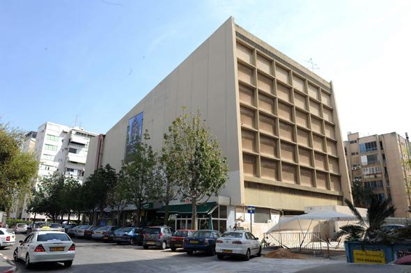 מבנה קולנוע דקל בבבלי בתל אביב. שני התובעים רכשו שם שבע דירות, צילום: יובל חן