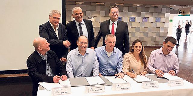 חתימת הסכם הפרטה נמל חיפה, צילום: באדיבות דוברות ההסתדרות